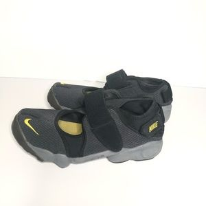 NIKE Air Rift Split Toe Black Yellow women's Sz 9